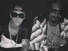 Justin Bieber usa corrente de ouro em foto com Snoop Dogg