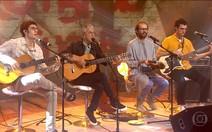 Caetano Veloso canta com os filhos