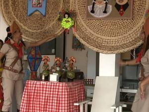 Loja de Arapiraca preparou uma decoração especial para a data. (Foto: Reprodução/TV Gazeta)