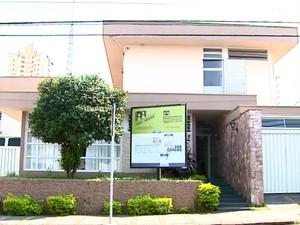 Conselho funciona nesta casa no centro de São Carlos (Foto: Reprodução/ EPTV)