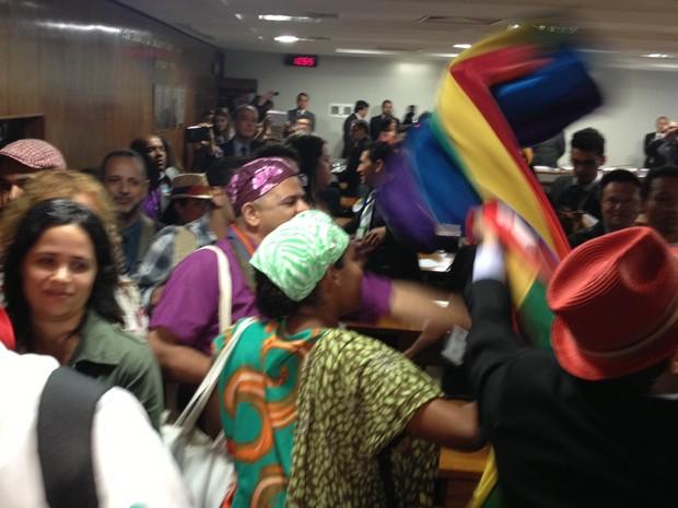 Manifestantes em sessão da Comissão de Direitos Humanos do Senado (Foto: Priscilla Mendes / G1)