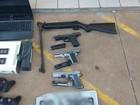 Suspeitos de vários roubos são presos com armas e drogas em MS