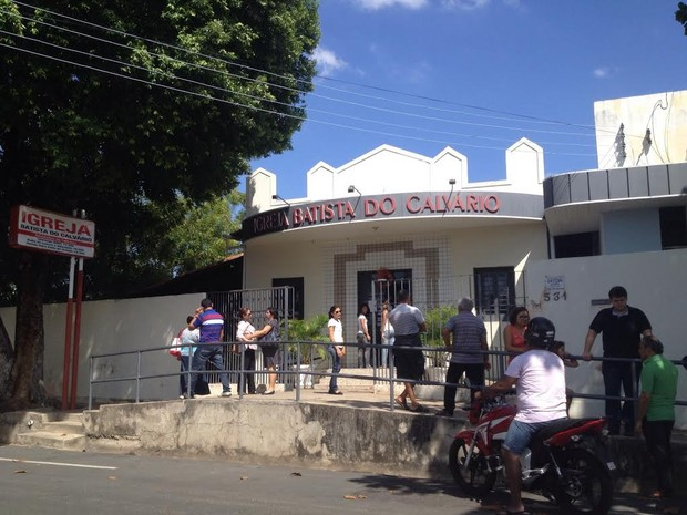 Familiares velaram o corpo da professora na Zona Leste de Teresina (Foto: Catarina Costa/G1)