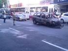 Carro pega fogo na avenida Magalhães Barata, em Belém