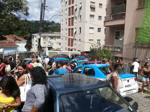 Confusão na prova do liceu em Petrópolis (Foto: Andressa Canejo/G1)