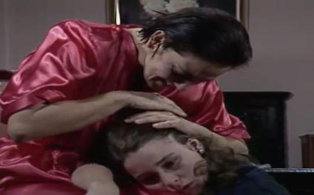 Olívia pede desculpas para Ana Paula por ter matado o pai dela