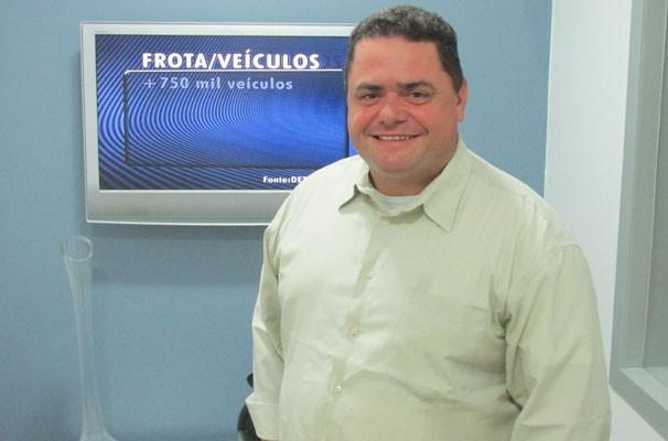 Jornalista Nilson Ferreira visita a TV Clube.  (Foto: André Santos/TV Clube)
