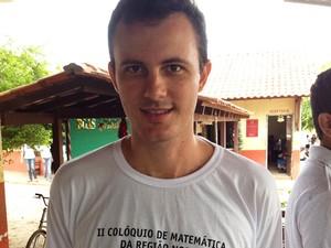 Professor Aroldo Rodrigues ressalta a melhora no desempenho dos alunos (Foto: Joab Ferreira/G1)