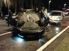 Capotamento em avenida deixa dois feridos em Sorocaba