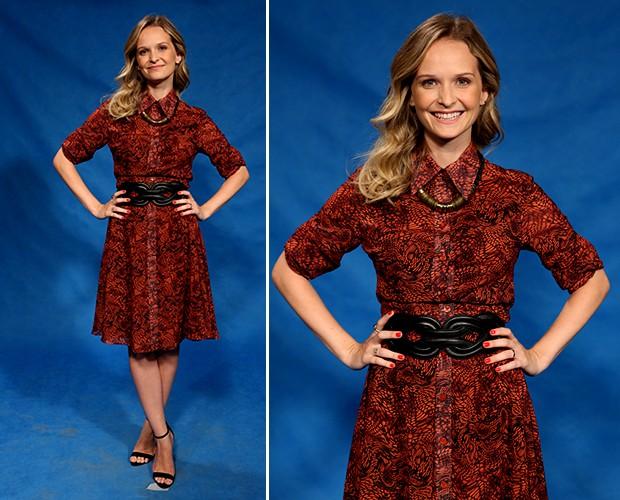 8893a80bb Fernanda Rodrigues veste um modelo decomportadinho! O vestido estampado  marca a cintura com um cinto