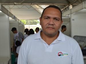 Professor Gilvandro Pantaleão, um dos organizadores da feira de ciências (Foto: Fabiana Figueiredo/G1)