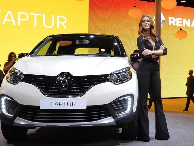Marina Ruy Barbosa apresenta lançamentos da Peugeot no Salão do Automóvel em São Paulo 2016 (Foto: Alan Morici/G1)