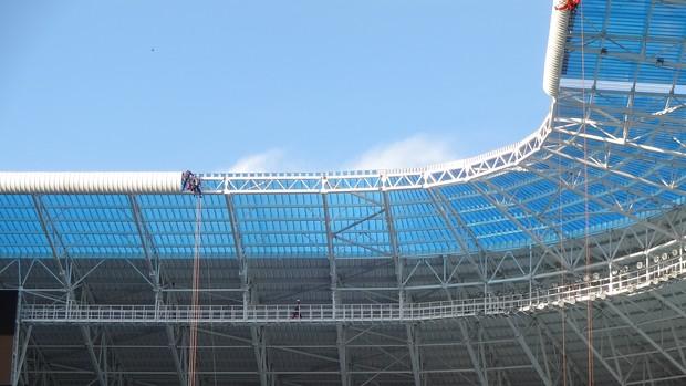 Cobertura da Arena do Grêmio está sendo finalizada (Foto: Hector Werlang/Globoesporte.com)