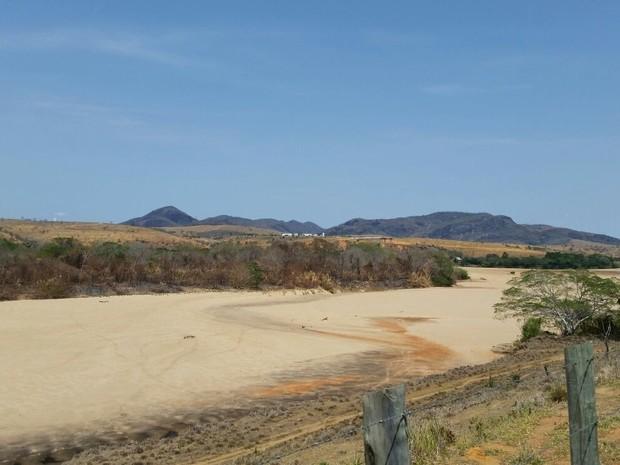 Rio Doce seca em região do Espírito Santo (Foto: Luciane Ventura/ A Gazeta)