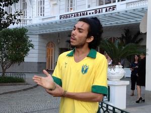 Juan foi ao Copacabana Palace com a polícia para ajudar na investigação (Foto: Priscilla Souza / G1)