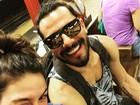 Isis Valverde posta foto com Uriel Del Toro e comemora um ano juntos