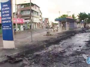 Ônibus não circulam no final de linha do bairro (Foto: Reprodução/TV Bahia)