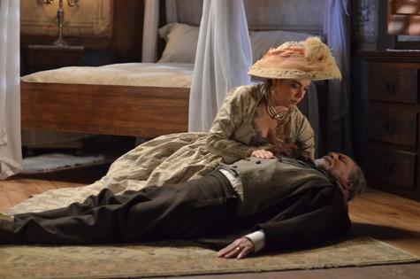 Bete Coelho e Antonio Petrin na cena de 'Escrava mãe' (Foto: Antonio Chahestian/Rede Record)