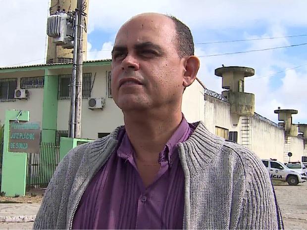 João Carvalho diz que superlotação atrapalha trabalho dos agentes penitenciários (Foto: Reprodução/TV Asa Branca)