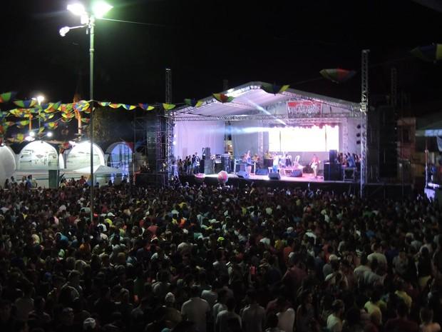 Multidão comparece na terceira noite de caranval em Água Branca (Foto: Divulgação/Ascom)