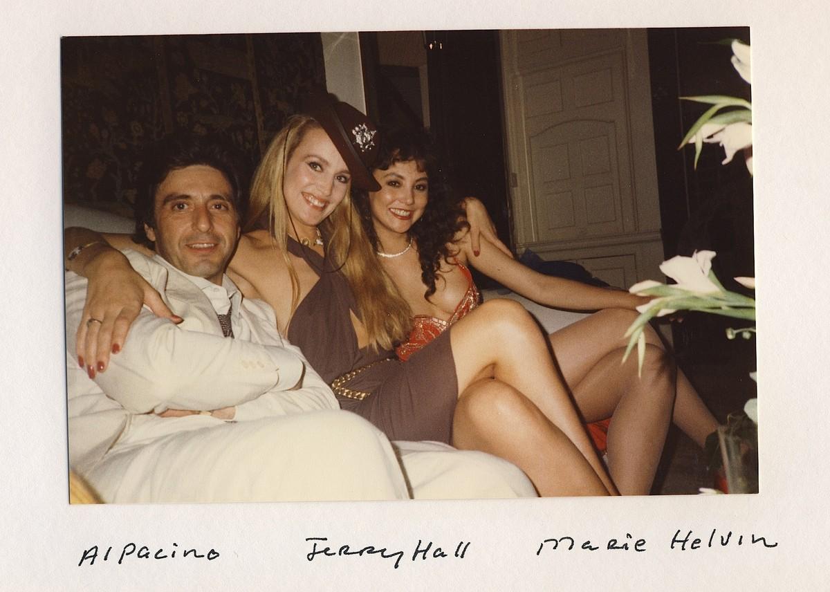 Al Pacino, Jerry Hall e Marie Helvin. (Foto: Divulgação)