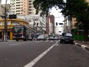 Ônibus circulam pela Avenida Campos Sales, no Centro de Campinas  (Foto: Reprodução EPTV)