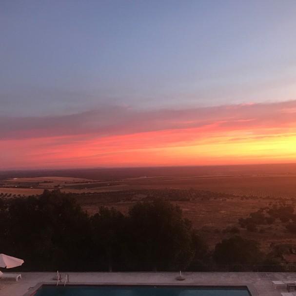 Letícia mostrou foto do hotel onde elas estão em Portugal (Foto: Instagram/Reprodução)