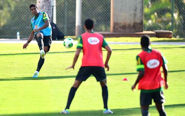 paulinho treino Brasil (Foto: Marcos Ribolli)