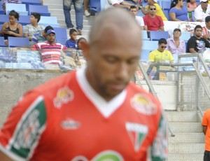 Igor acusa torcida do Tombense de racismo e é expulso (Foto: Christian Guimarães)