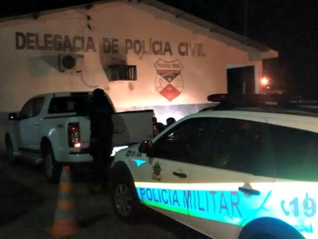 Policial foi levado para a delegacia para prestar depoimento (Foto: João Luiz/Gazeta Central)