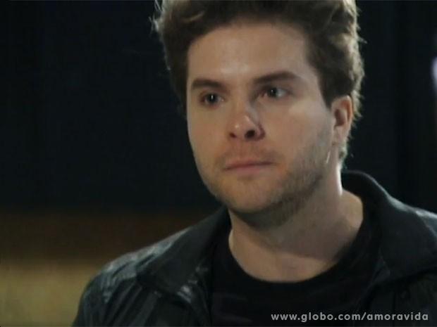 Niko fica furioso com a reação de Amarilys (Foto: Amor à Vida/TV Globo)