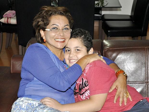 Begair Filipaldi com o filho adotivo que hoje tem 9 anos (Foto: Tita Mara Teixeira/G1)