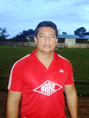 Júnior é treinador de goleiro do Baré e administrador do campo do Careca (Foto: Ribamar Rocha)