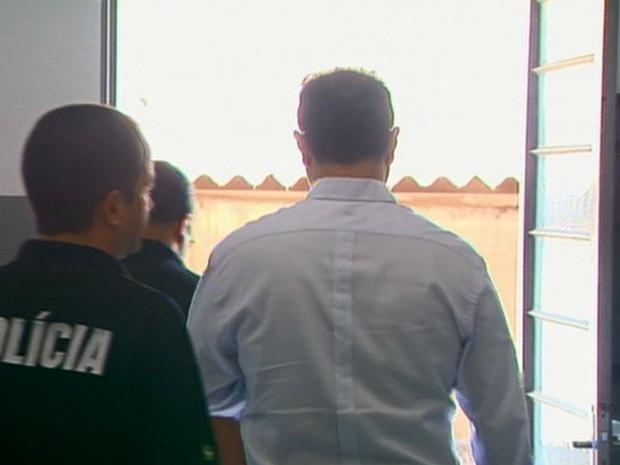 Prefeito de Miguelópolis foi levadao para a DIG em Franca, SP (Foto: Luciano Tolentino/EPTV)