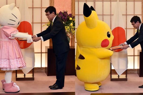 Ministro encontra Hello Kitty e Pikachu (Foto: Reprodução Twitter)