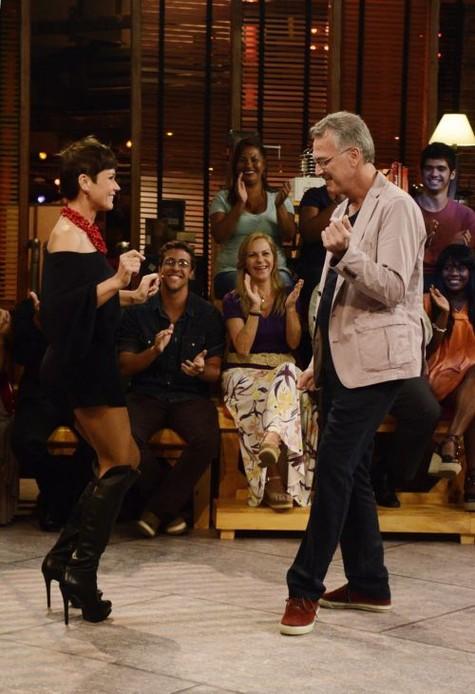 (Foto: Xuxa dança com Bial em 'Na moral' e diz que 'beijaria muito' se não fosse famosa/ Foto: Divulgação)