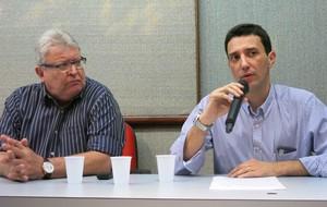 Clovis Munhoz e Gustavo Gouvea - coletiva médicos vasco (Foto: Edgard de Sá)