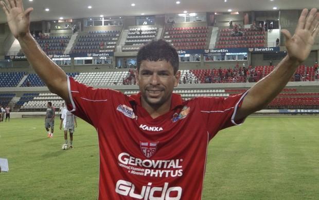 Schwenck desecantou e marcou duas vezes na vitoria do CRB sobre o Murici (Foto: Caio Lorena / Globoesporte.com)