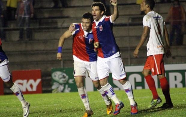Jogadores do Paraná Clube comemoram gol (Foto: Divulgação/Site oficial do Paraná Clube)