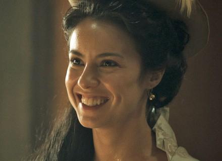 Joaquina e Xavier têm conversa íntima e são flagrados por Branca
