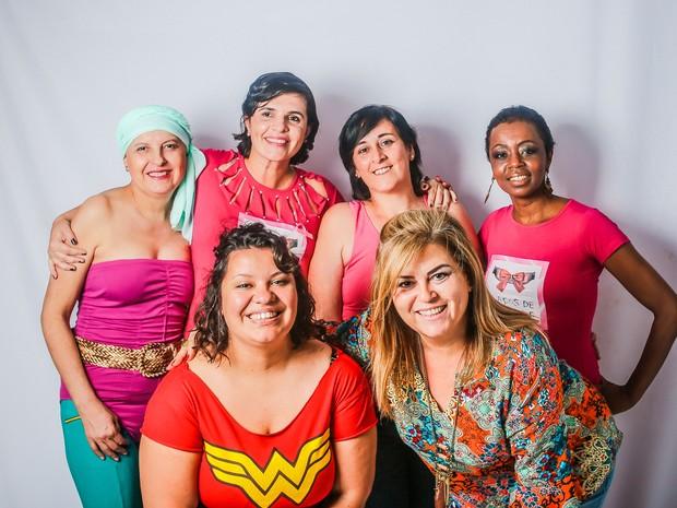 Mayne Rabello nos bastidores do ensaio que transformou vítimas do câncer em heroínas em Mogi (Foto: Mayne Rabello/ Arquivo Pessoal)