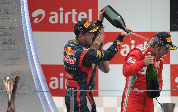 Alonso e Vettel - GP de Abu Dhabi  (Foto: PRAKASH SINGH / AFP)