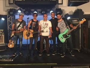 Banda Mary Joe foi a primeira a se apresentar na terceira eliminatória do 'Garagem Acústica' (Foto: Fernanda Pinheiro)