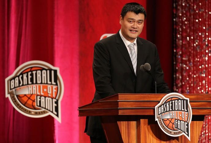 O chinês Yao Ming  entrou para o Hall da Fama da NBA (Foto: Getty Images)