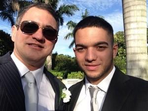 Danillo e Romário convidaram o padre para realizar seu casamento (Foto: Arquivo pessoal / Danillo Melo)