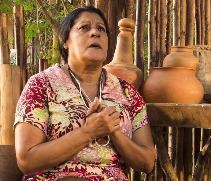 Ceci dá pista para Maria Tereza  (Foto: Estevam Avellar/ TV Globo)