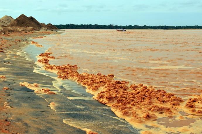 Praia de Regência, após desastre ambiental (Foto: Fernando Madeira/A Gazeta)