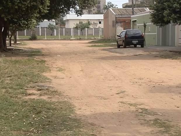 Bairro não tem asfalto há mais de 20 anos (Foto: Reprodução / TV TEM)