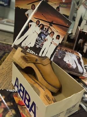 Objetos do grupo ABBA colecionados e leiloados por Thomas Nordin (Foto: AFP PHOTO / SCANPIX SWEDEN / JONAS EKSTROEMER SWEDEN OUT)