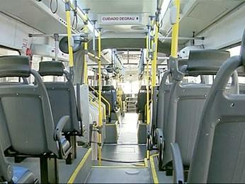 Interior de um dos ônibus do Expresso DF Sul que será apresentado nesta quarta-feira (2) à população. (Foto: TV Globo / Reprodução)